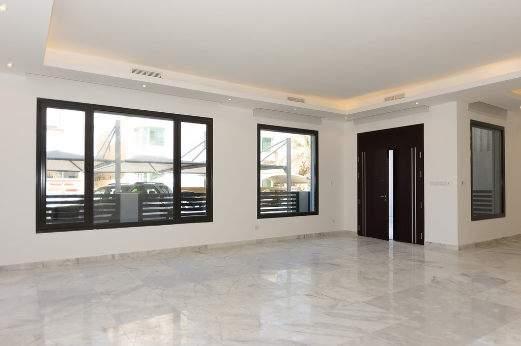 Khaldiya – fantastic new, 4 master bedroom villa w/small yard