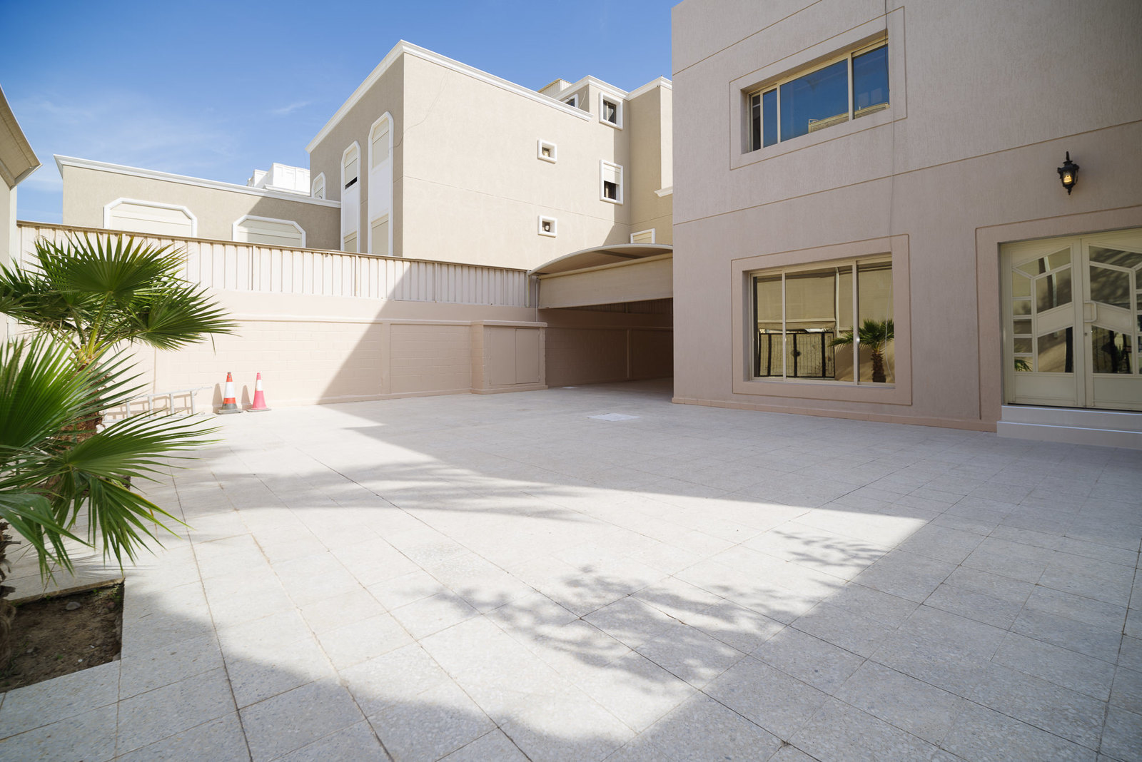 Bayan – great, four bedroom ground floor with very large yard.
