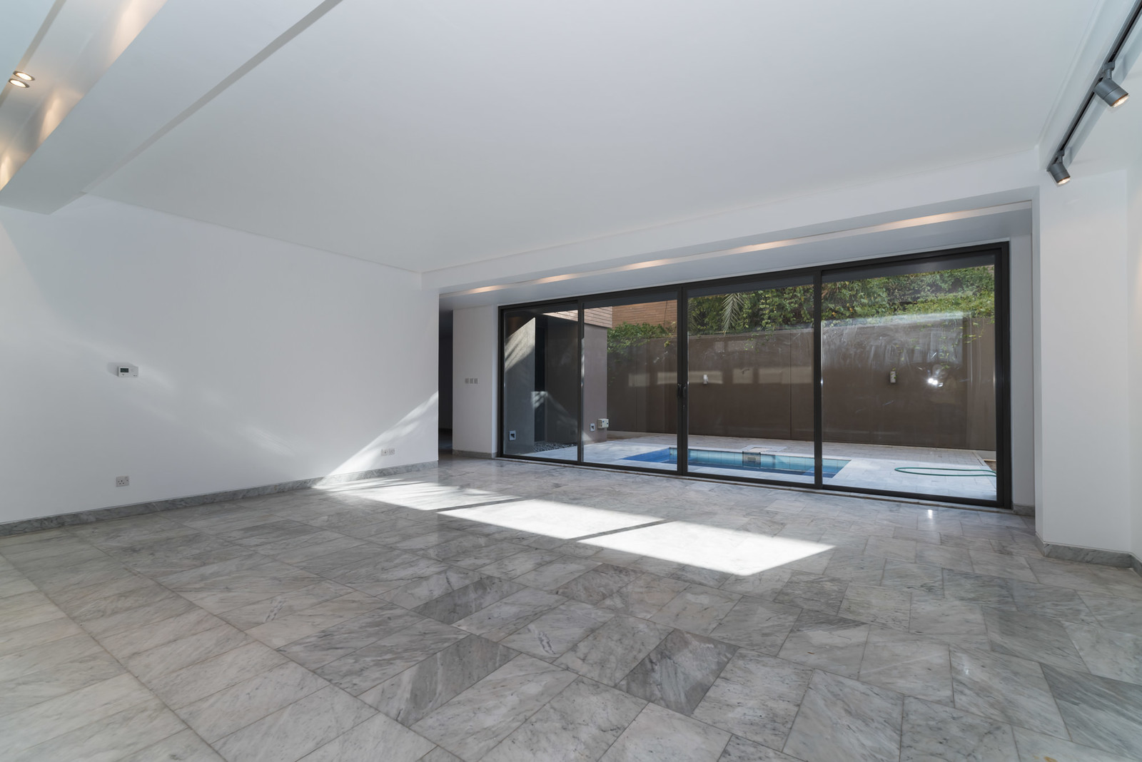 Egaila – contemporary, unfurnished villa with garden and outdoor jacuzzi