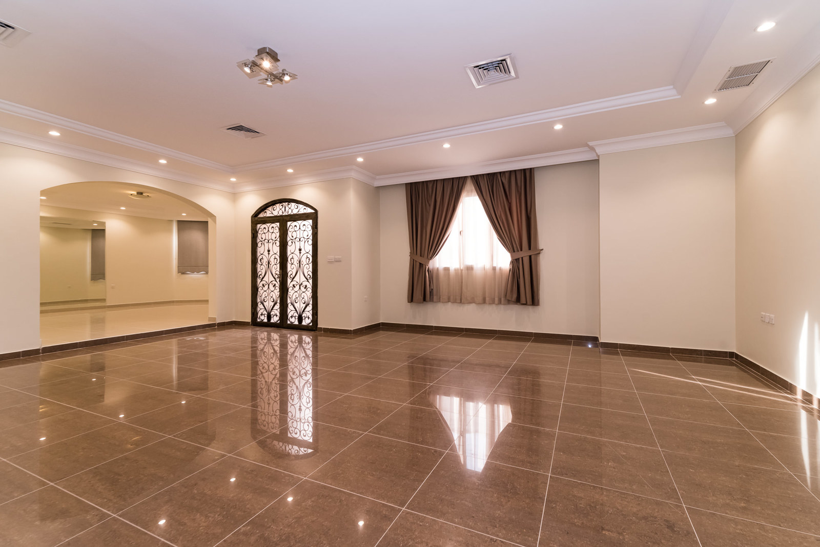 Egaila –  great, unfurnished, three bedroom ground floor w/large yard