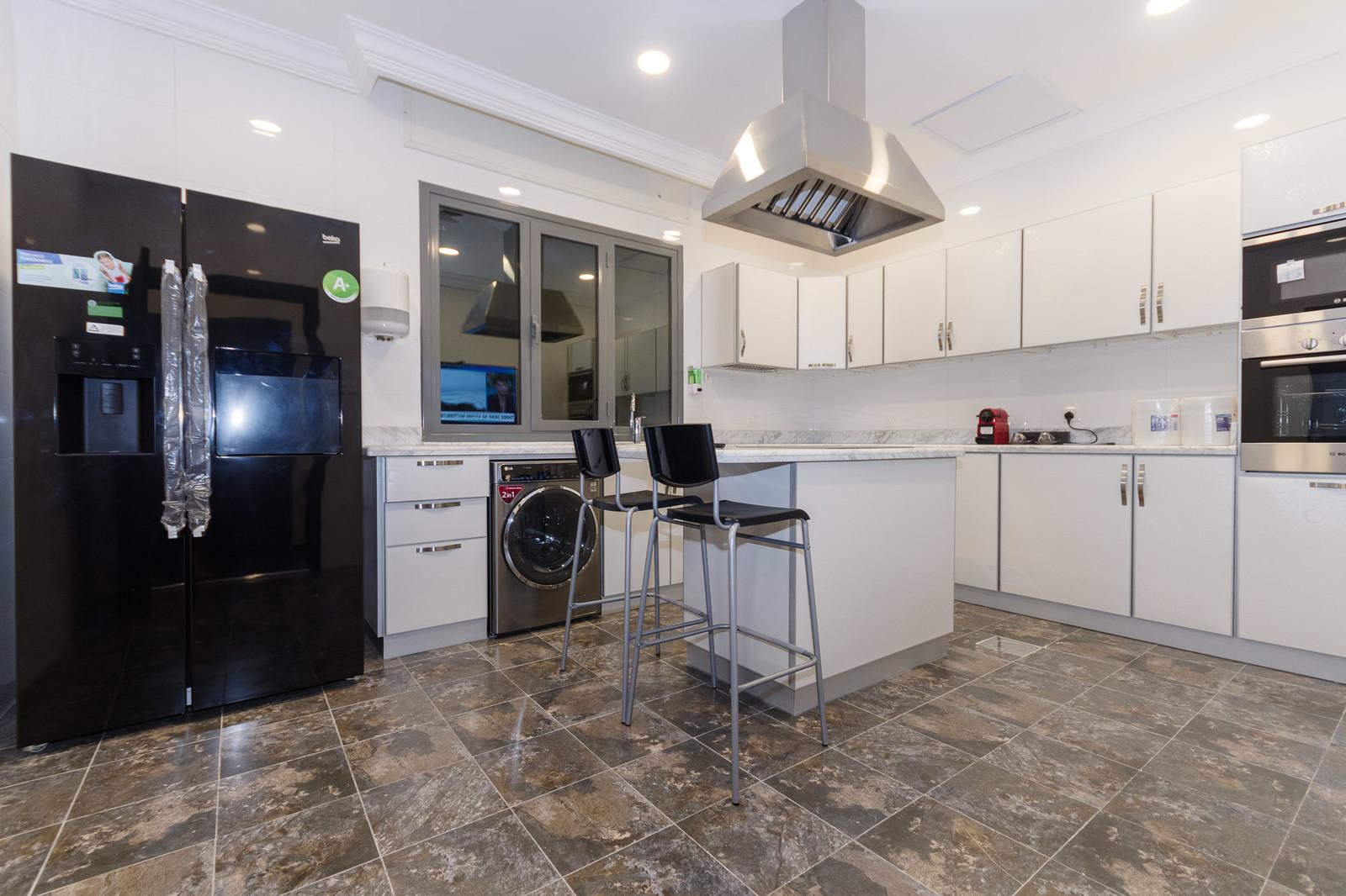 Hateen – fantastic, new, modern four bedroom floors