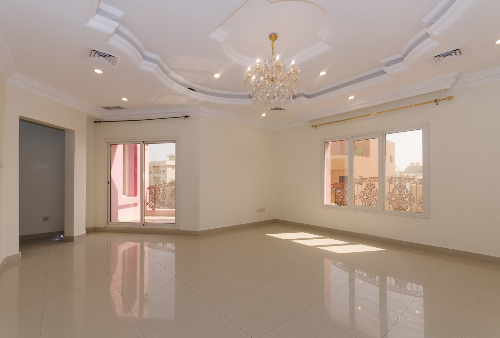 Mangaf – spacious, four bedroom floors