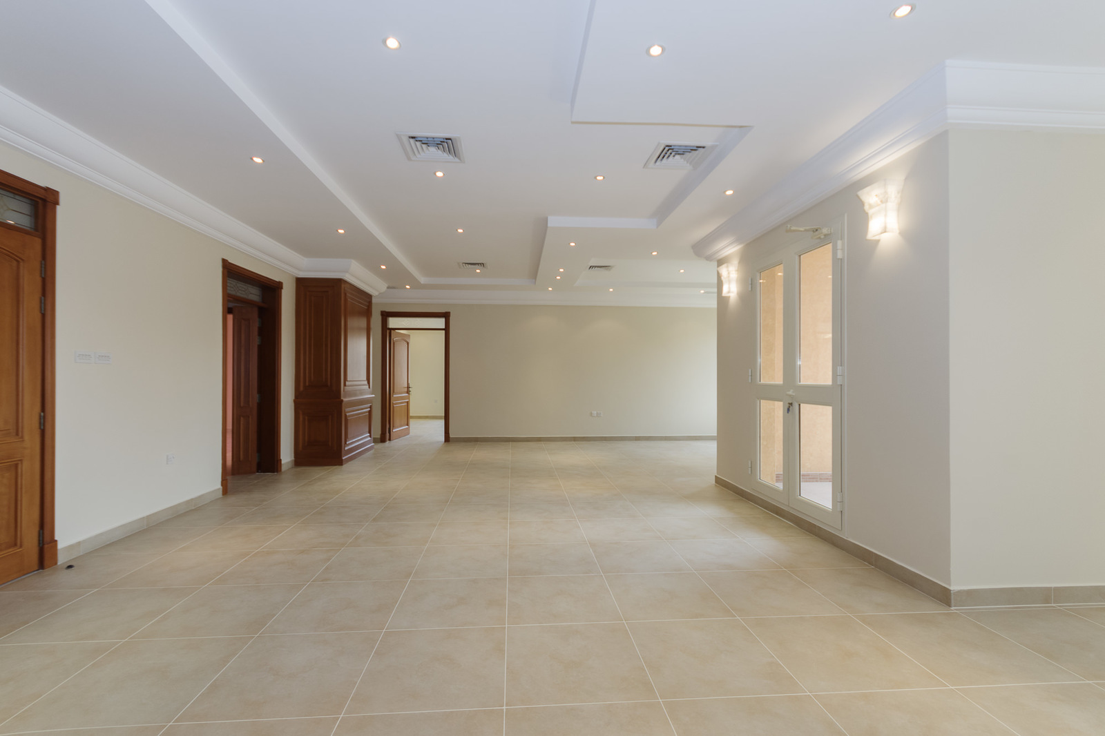 Abdulla Mubarak – great, large, unfurnished, four bedroom floor