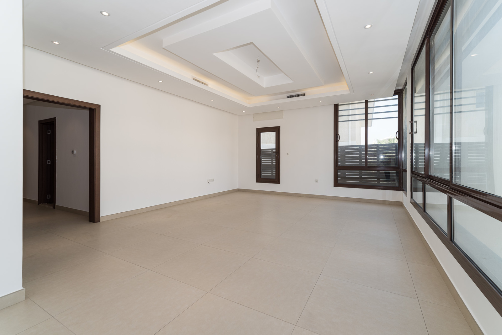 Surra – great, unfurnished, four bedroom apartment w/balcony
