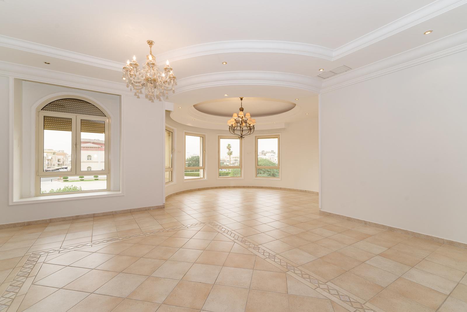 Surra – very spacious, unfurnished four bedroom floor