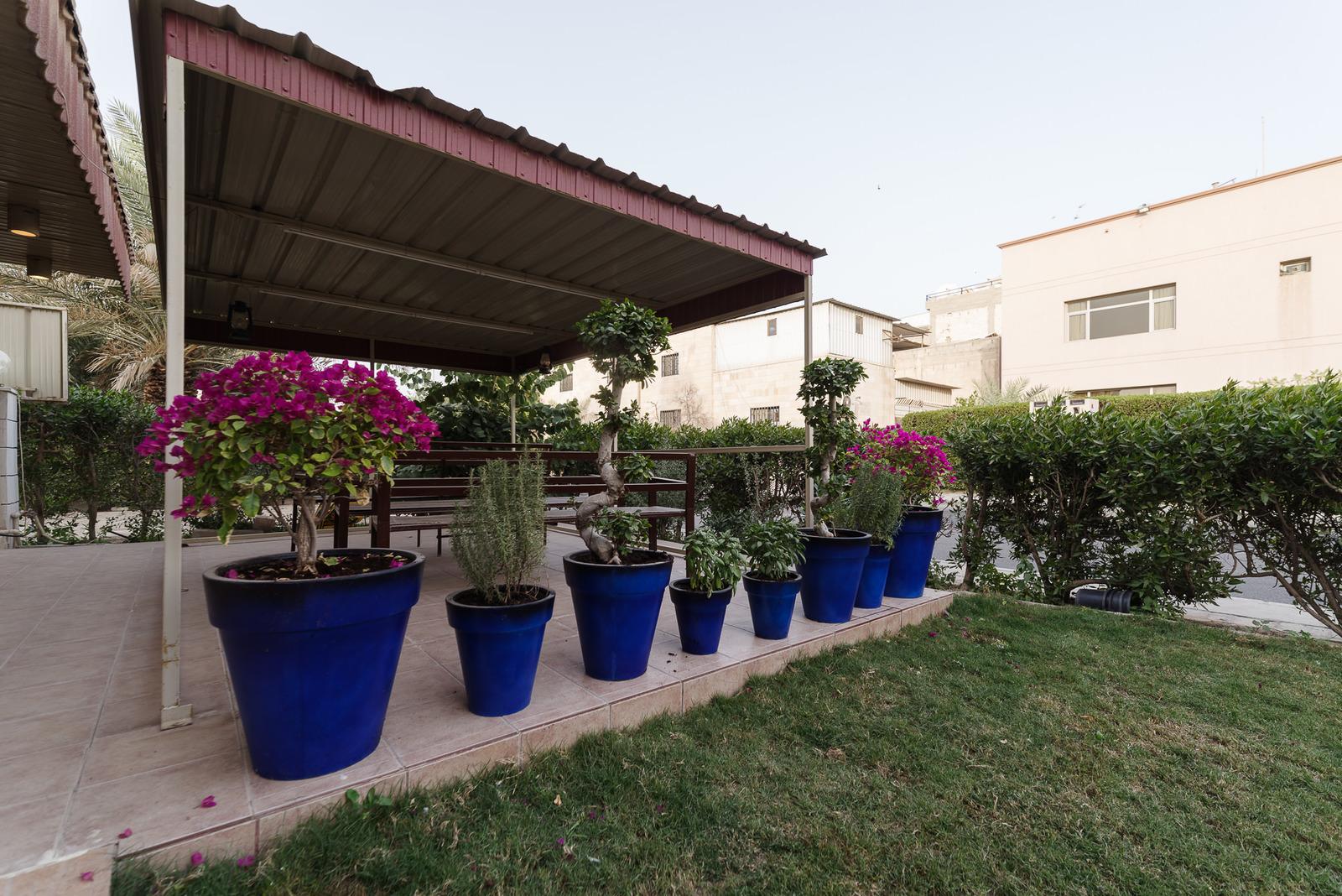 Kheitan – great, unfurnished, five bedroom villa w/garden