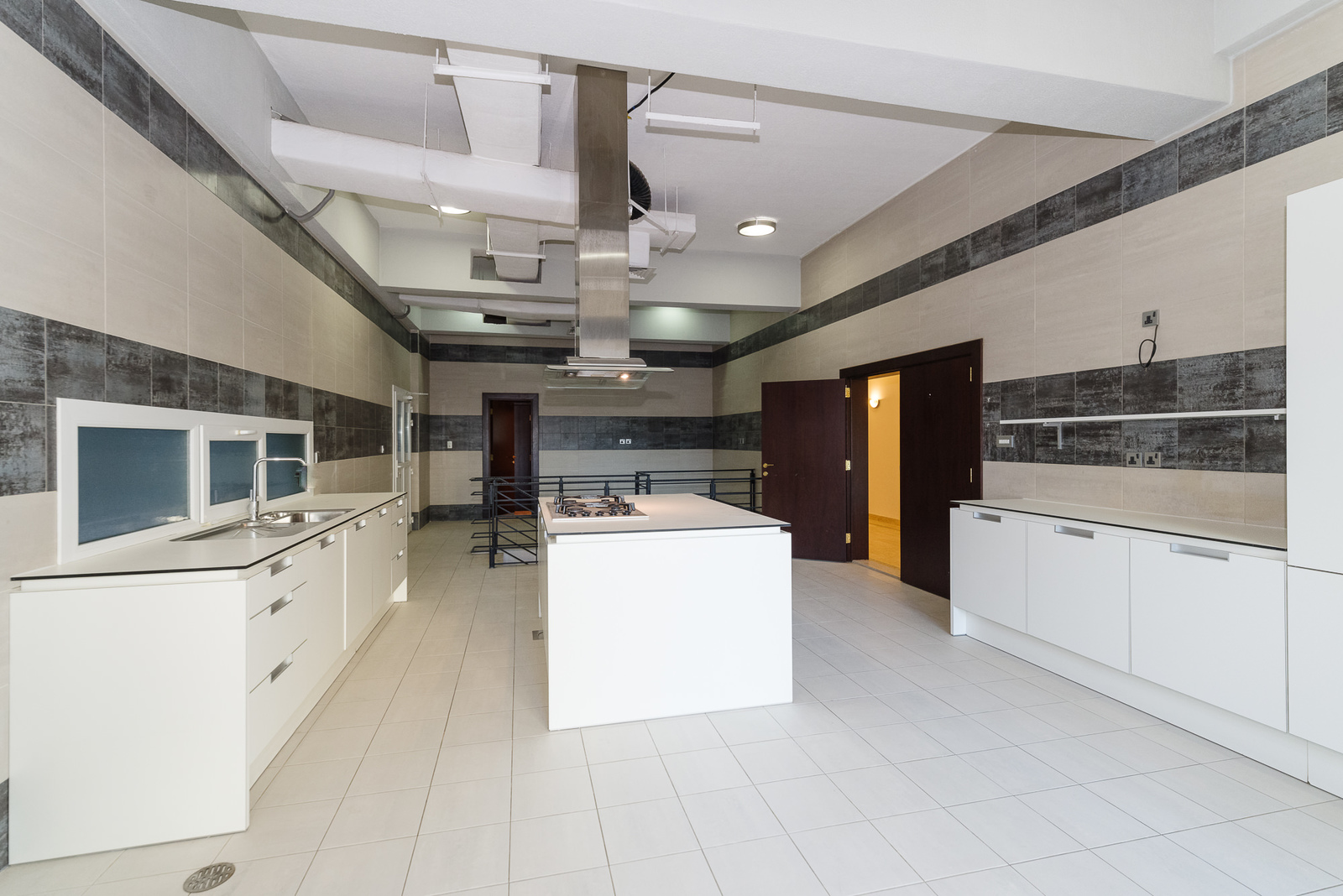 Mangaf – spacious, semi furnished ground floor w/private garage