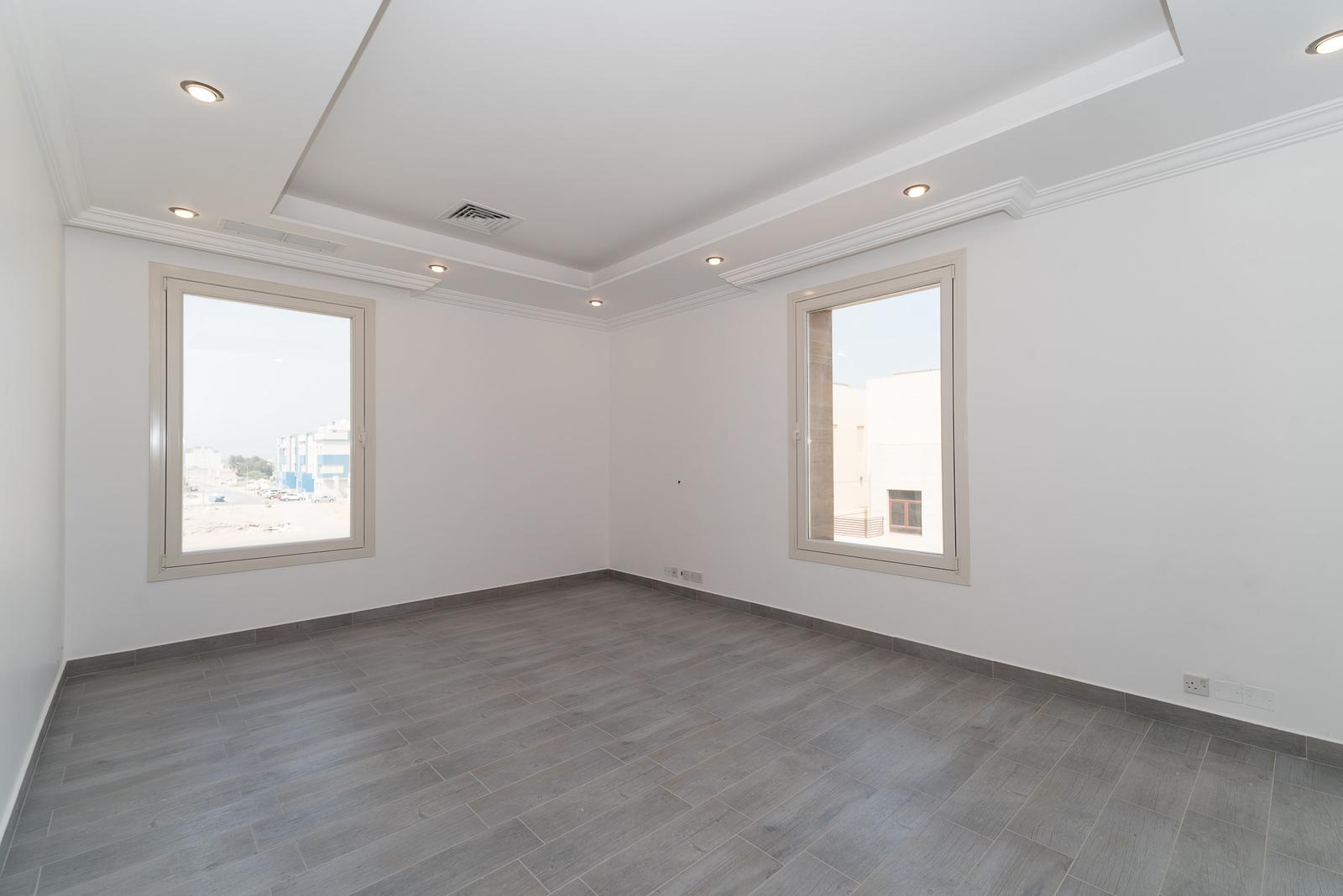 Fnaitees – new, sunny, large, three bedroom apartments