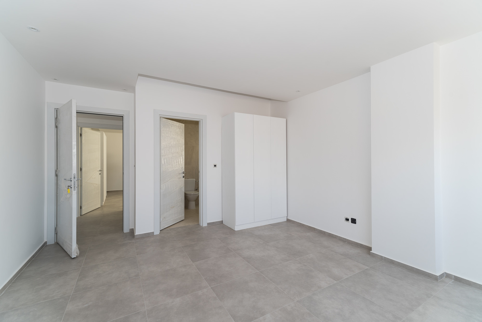 Surra – new, contemporary, unfurnished, two bedroom apartment w/common roof terrace