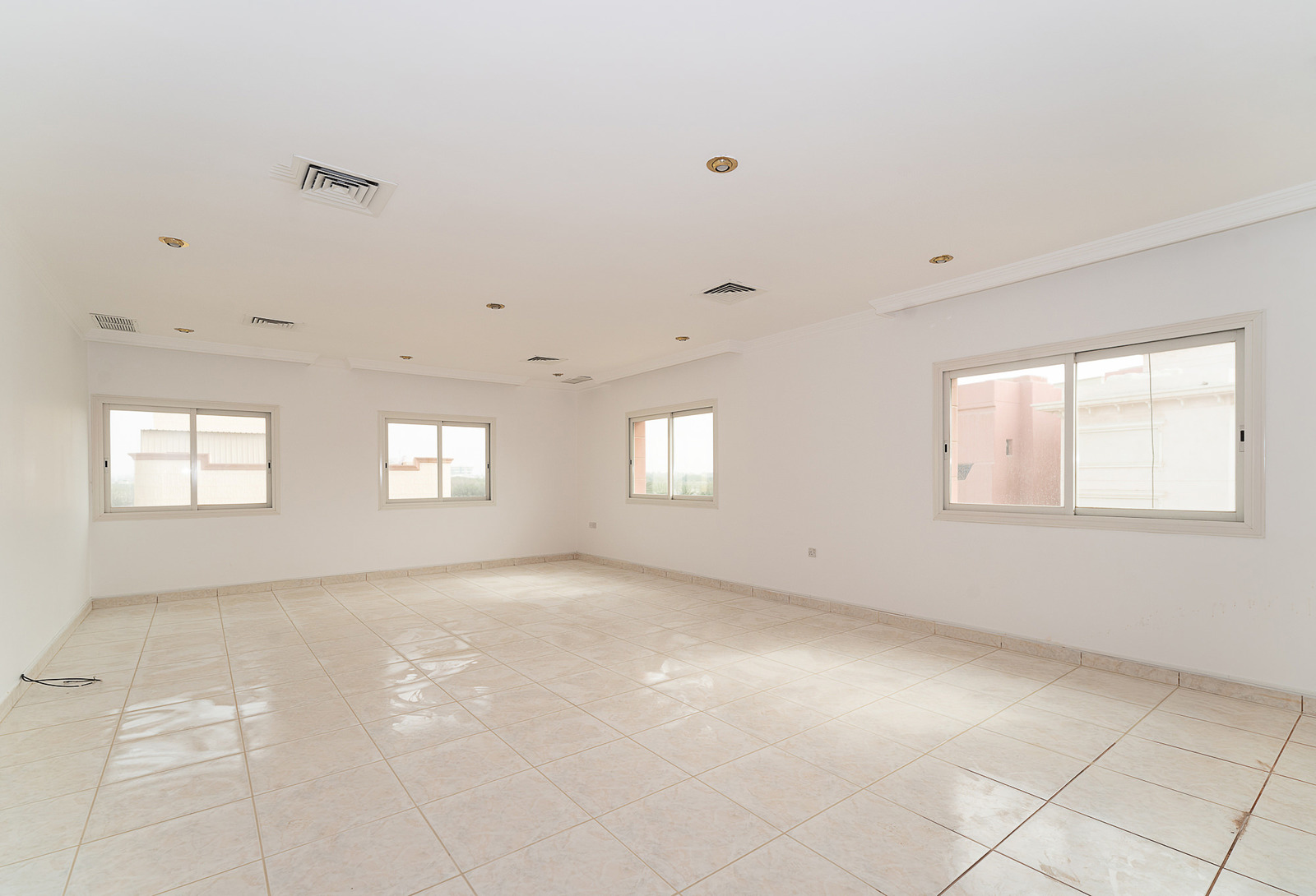 Shuhaha – very large, unfurnished, five bedroom floor