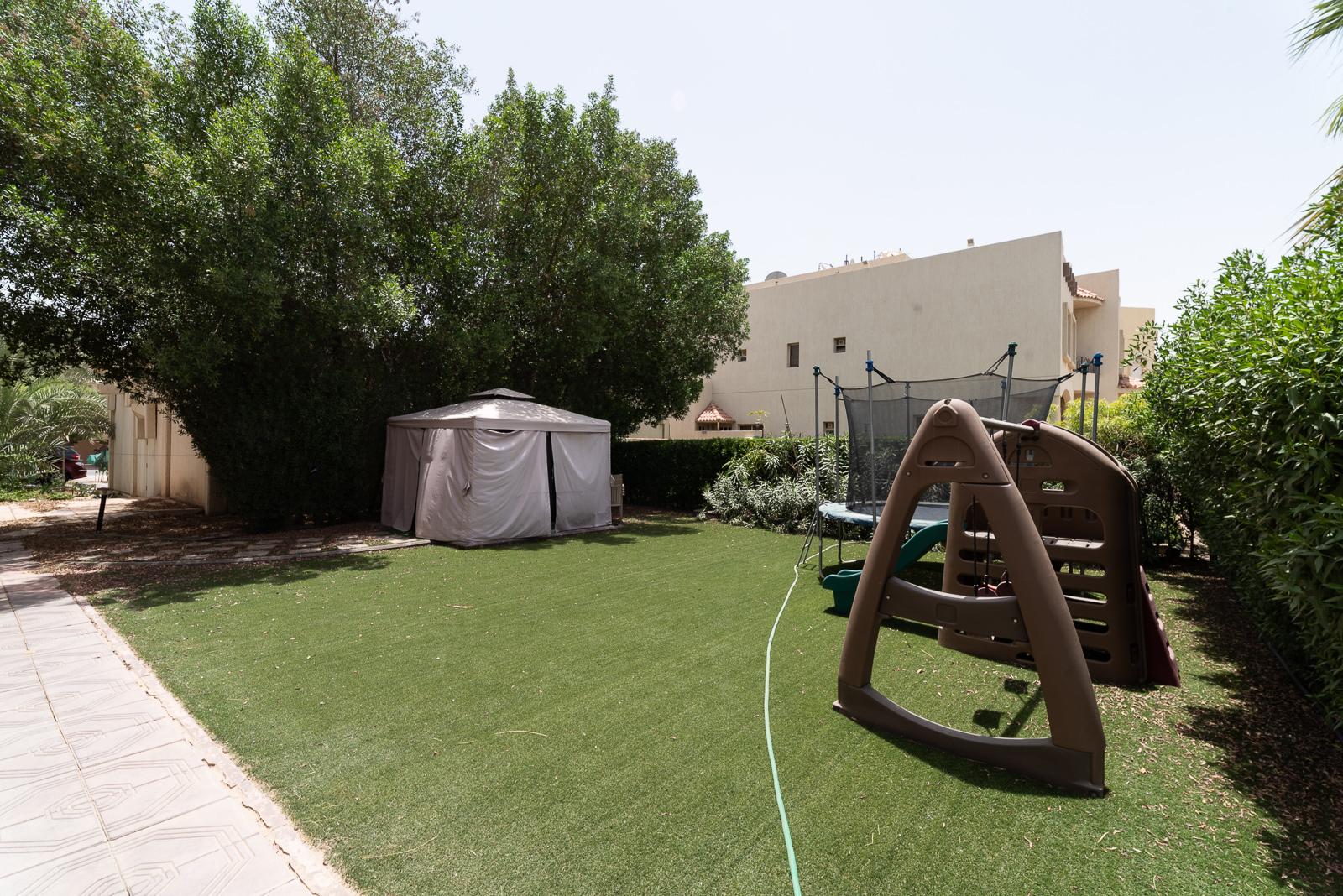 Shuhada – great, five bedroom villa w/garden