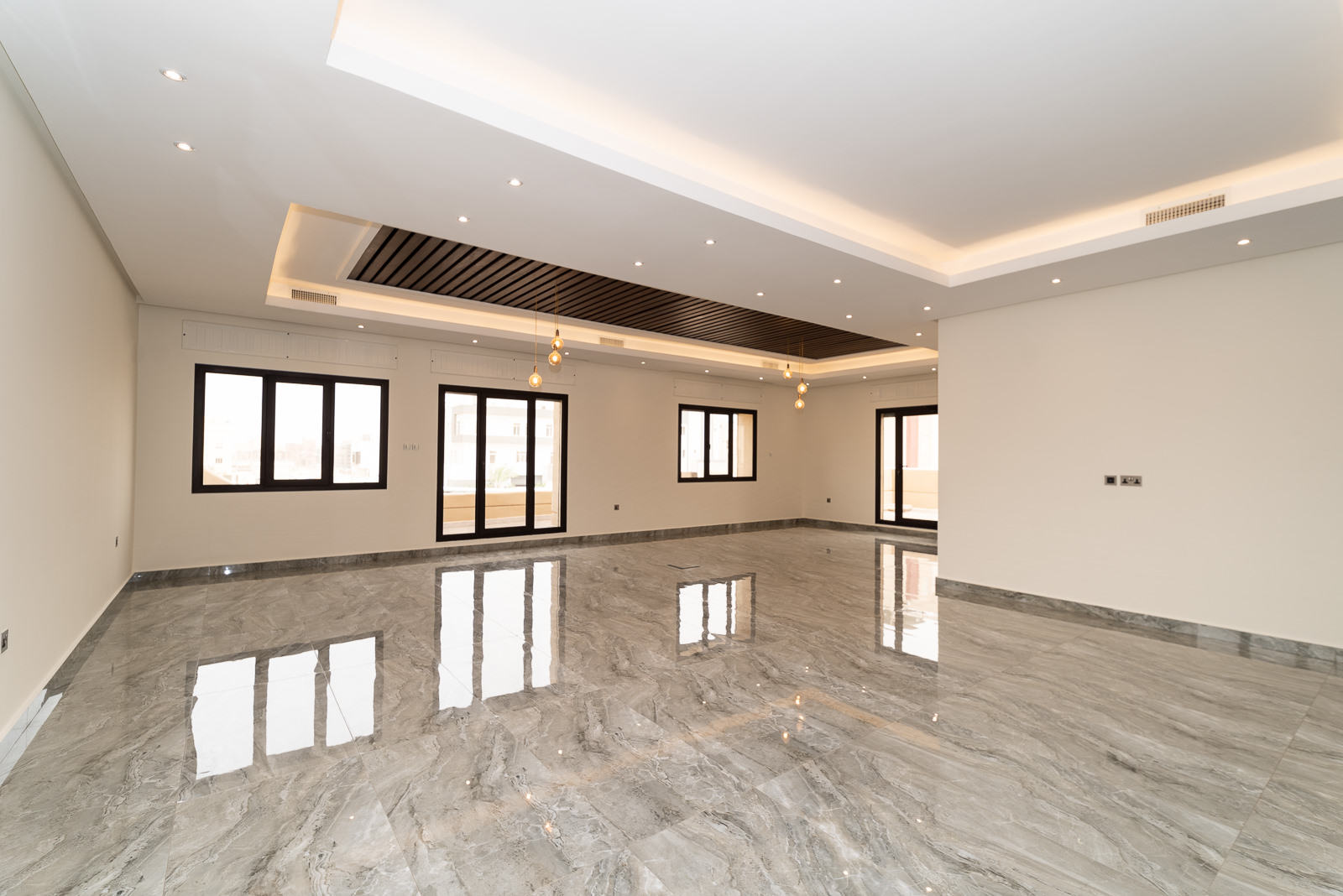 Fnaitees – lovely, brand new four bedroom floors