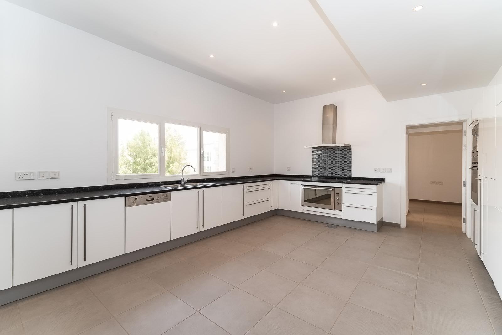 Jabriya – contemporary, elegant and very spacious, three bedroom floor