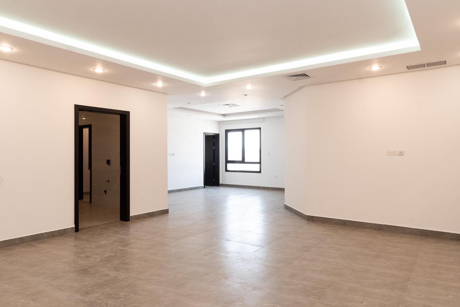 Fnaitees – spacious, new, three bedroom apartment