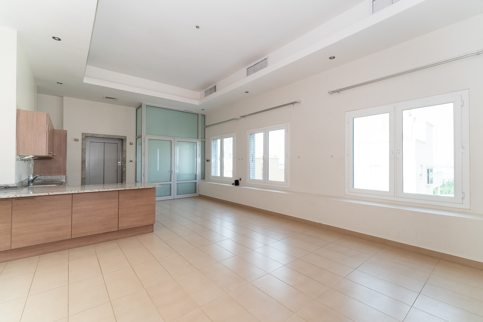 Mangaf – unusual, two master bedroom and office floor w/lovely terrace