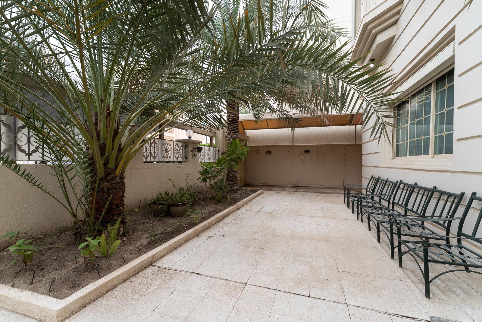 Qortuba – spacious, unfurnished villa w/private yard