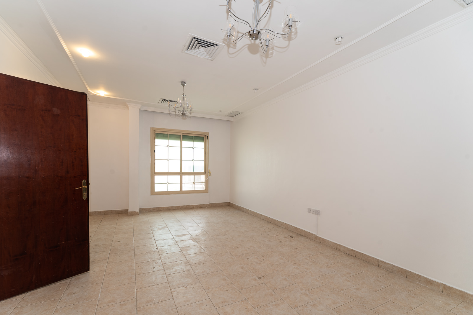 Qortuba – unfurnished, three bedroom apartment w/access to roof terrace