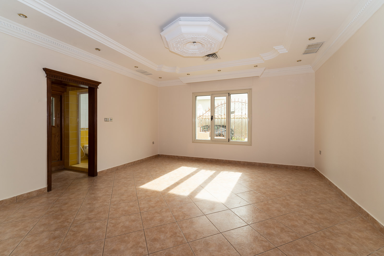 Rumathiya – large, unfurnished, four bedroom apartment