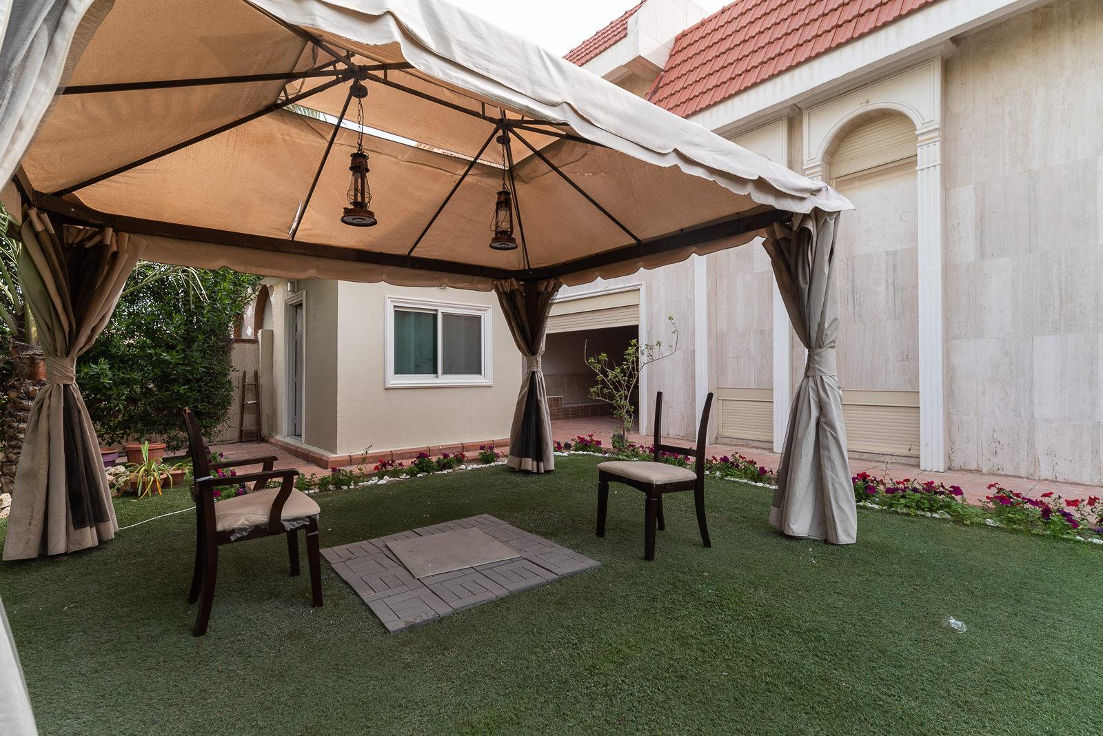 Mishref – spacious, 6 bedroom villa w/garden and diwaniya.