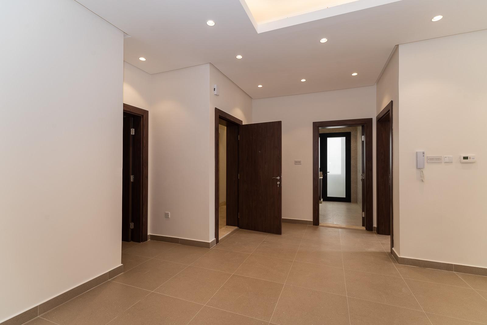 Fnaitees – great, new, three bedroom apartment