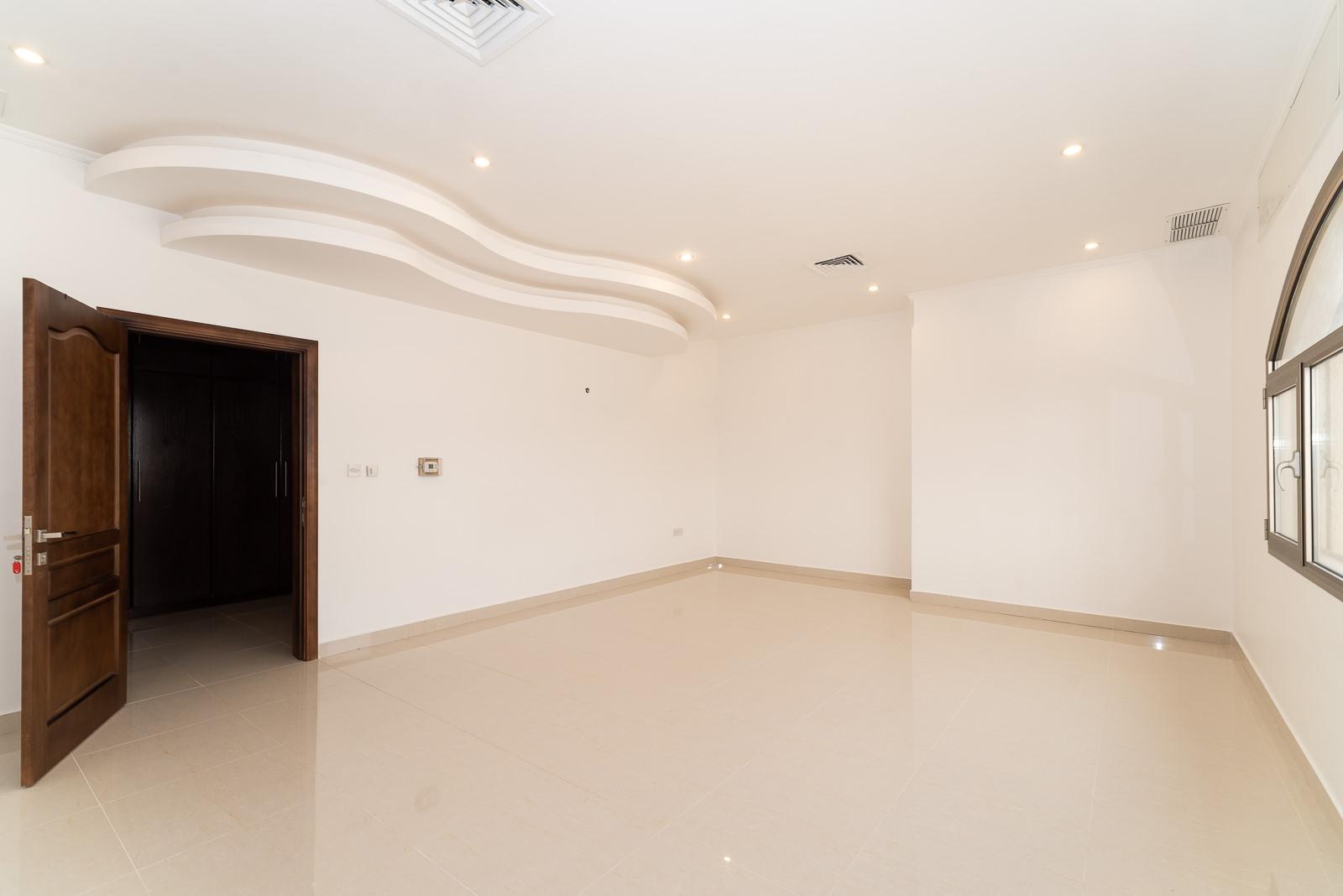 Zahra – nice, spacious five bedroom floor w/terrace