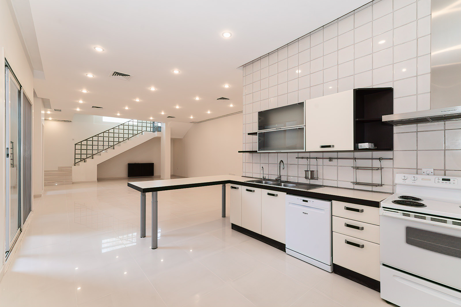 Salwa – lovely, three bedroom duplex w/private yard and terrace