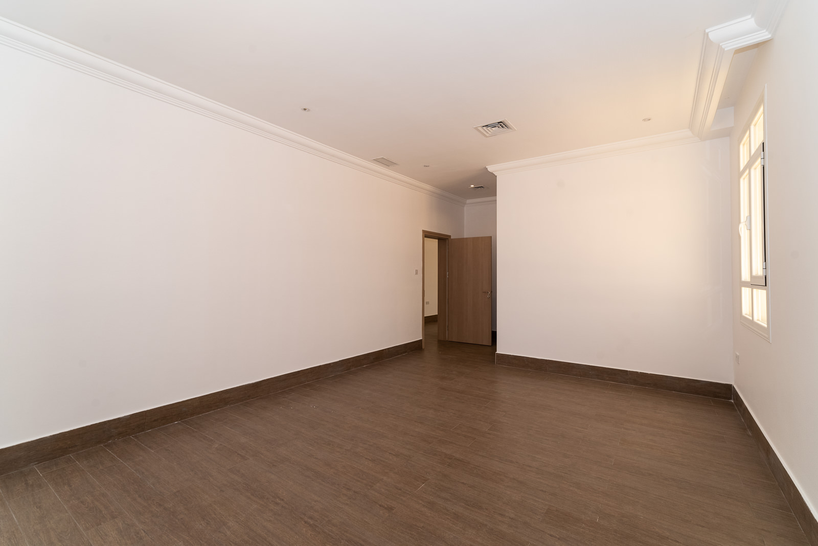 Fnaitees – unfurnished, three bedroom apartments