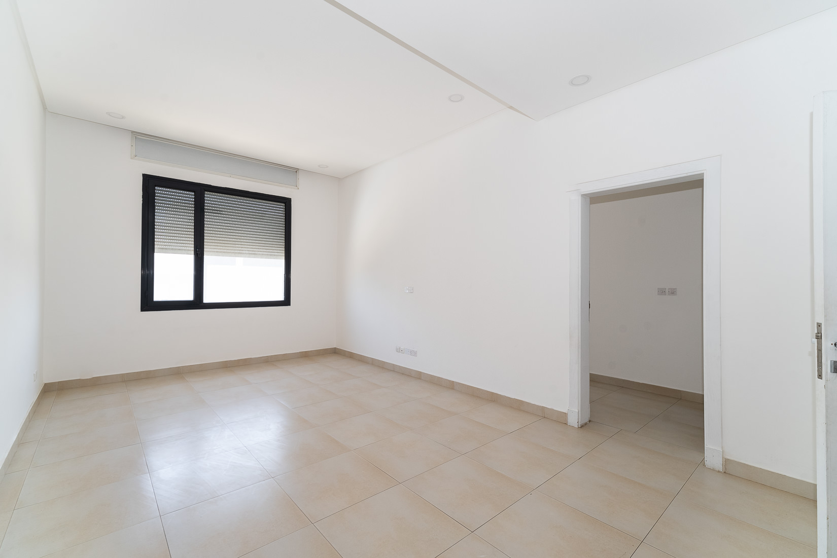 Fnaitees – unfurnished, three bedroom apartment