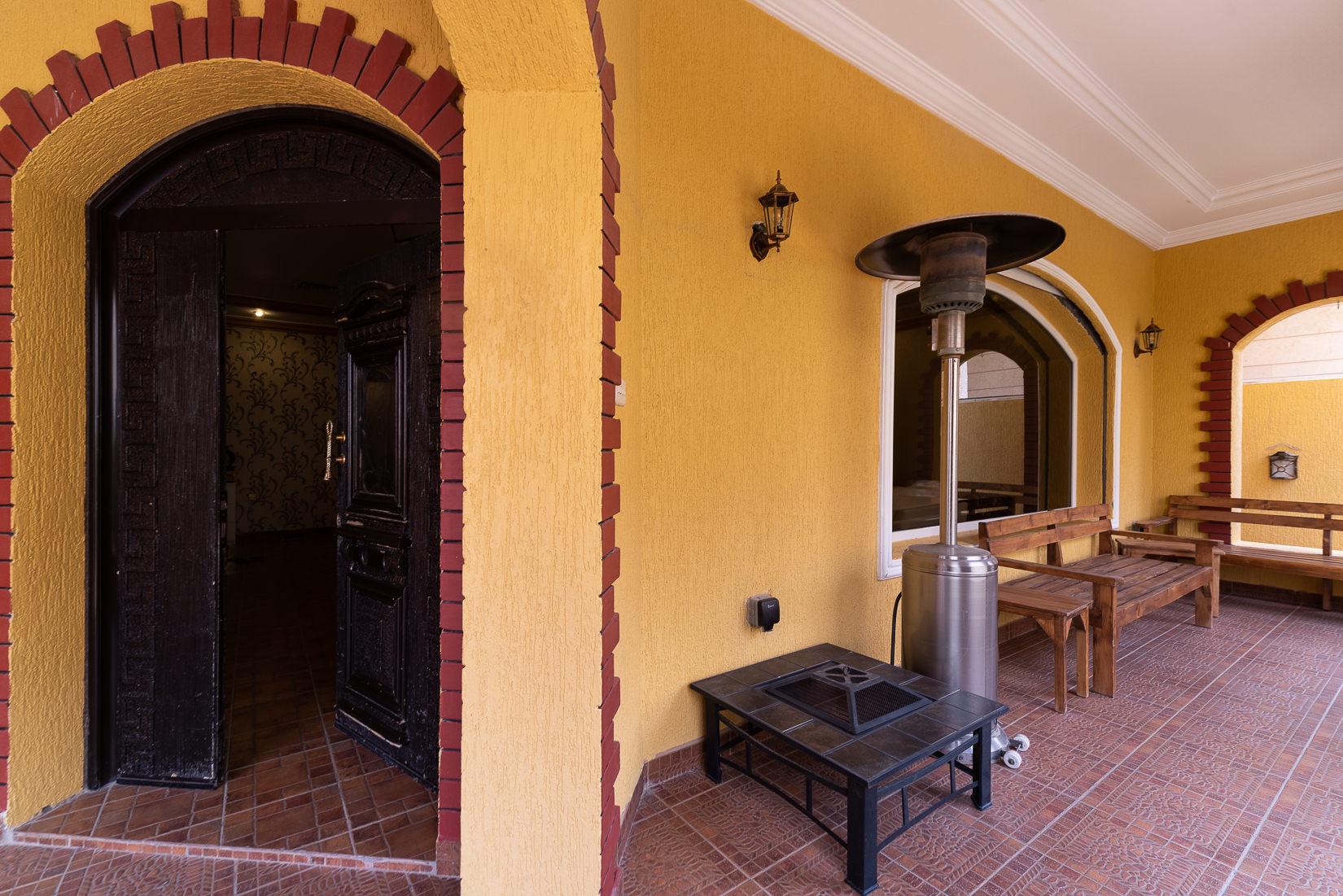 Abdulla Al Mubarak – unfurnished, four bedroom villa w/garden