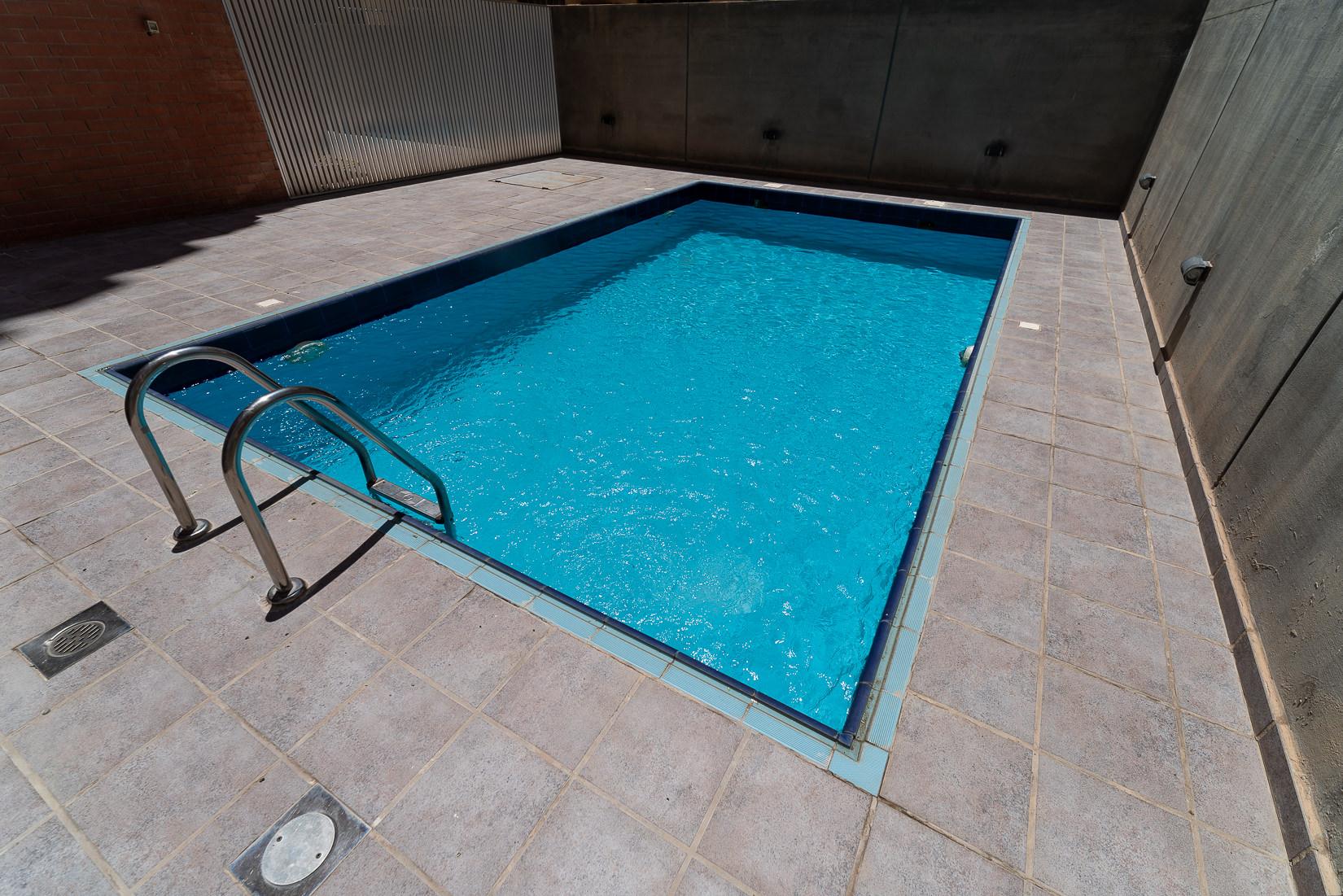 Salmiya – great, spacious, two bedroom apartment w/pool