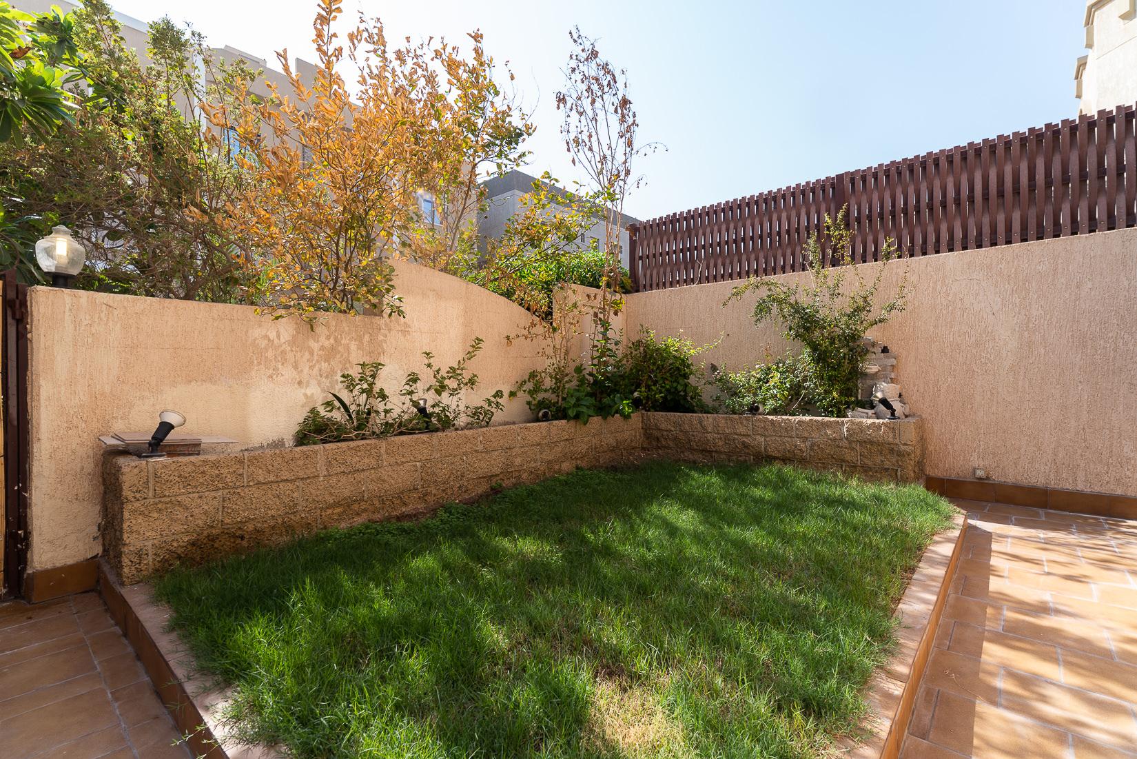Egaila – fantastic, spacious five bedroom villa w/private garden.