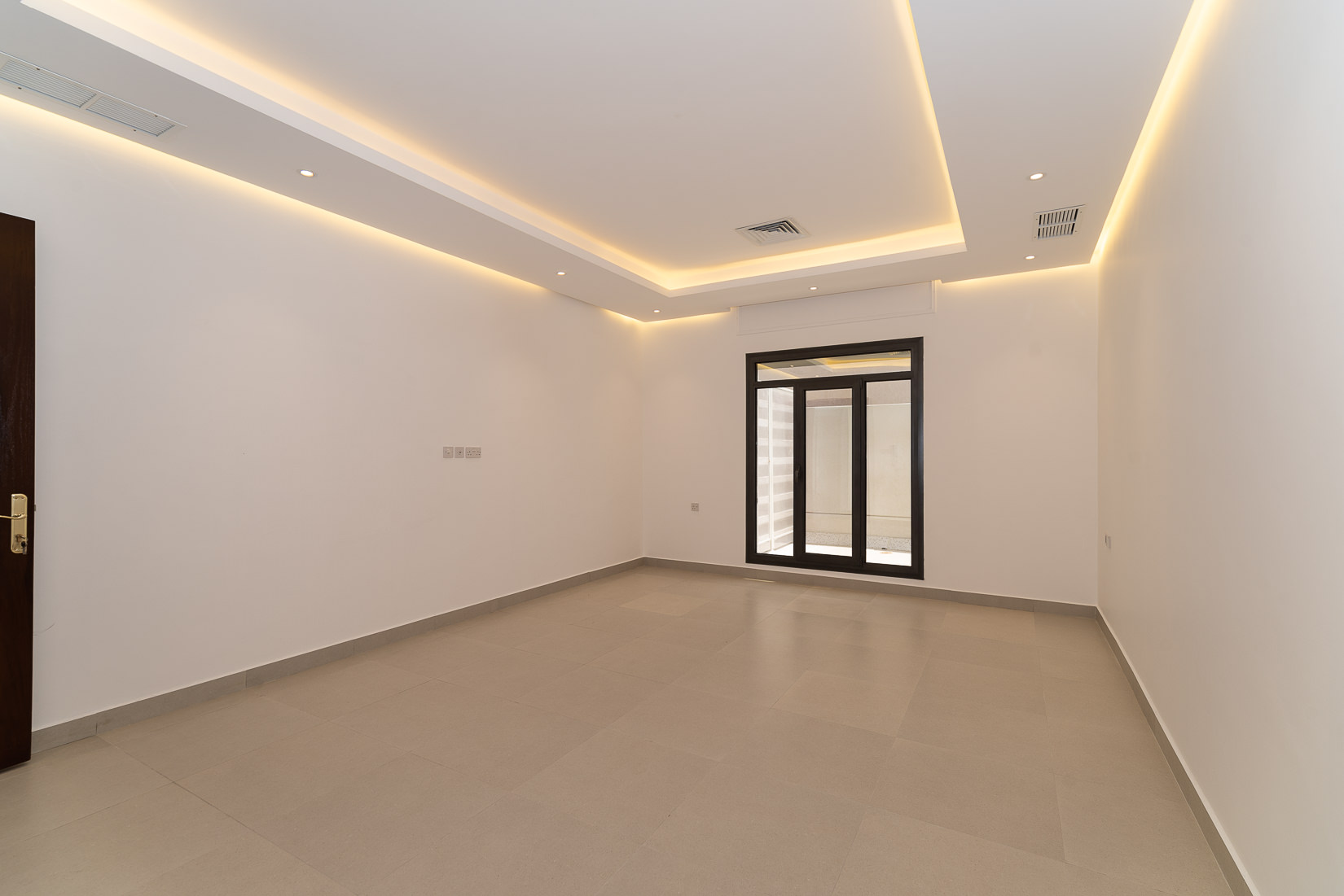 Fnaitees – lovely, spacious, two bedroom apartment w/terrace