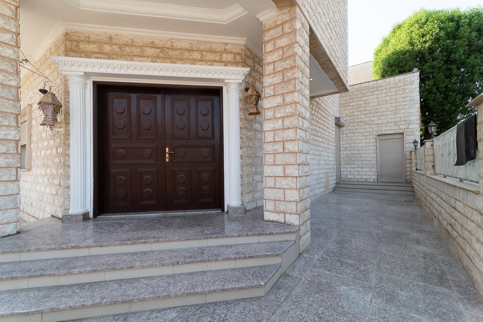 Mishref – spacious, unfurnished, five bedroom villa
