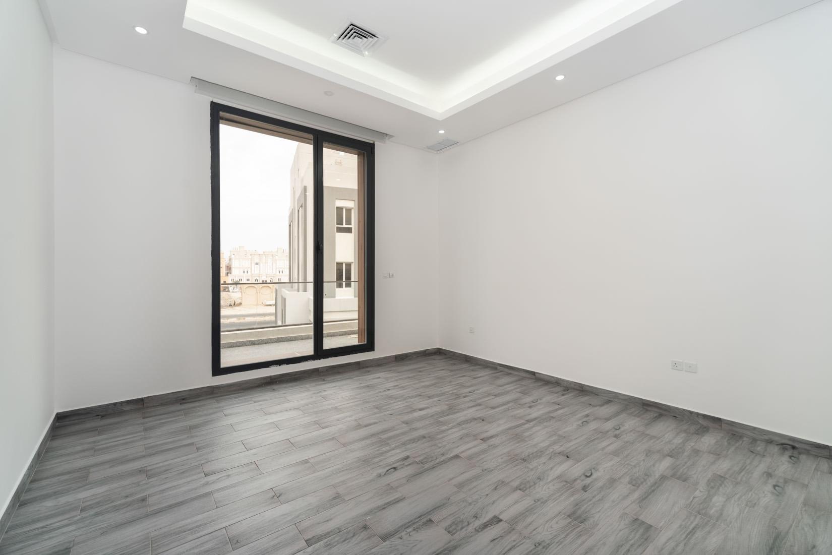 Abu Fatira – large, unfurnished four bedroom floor