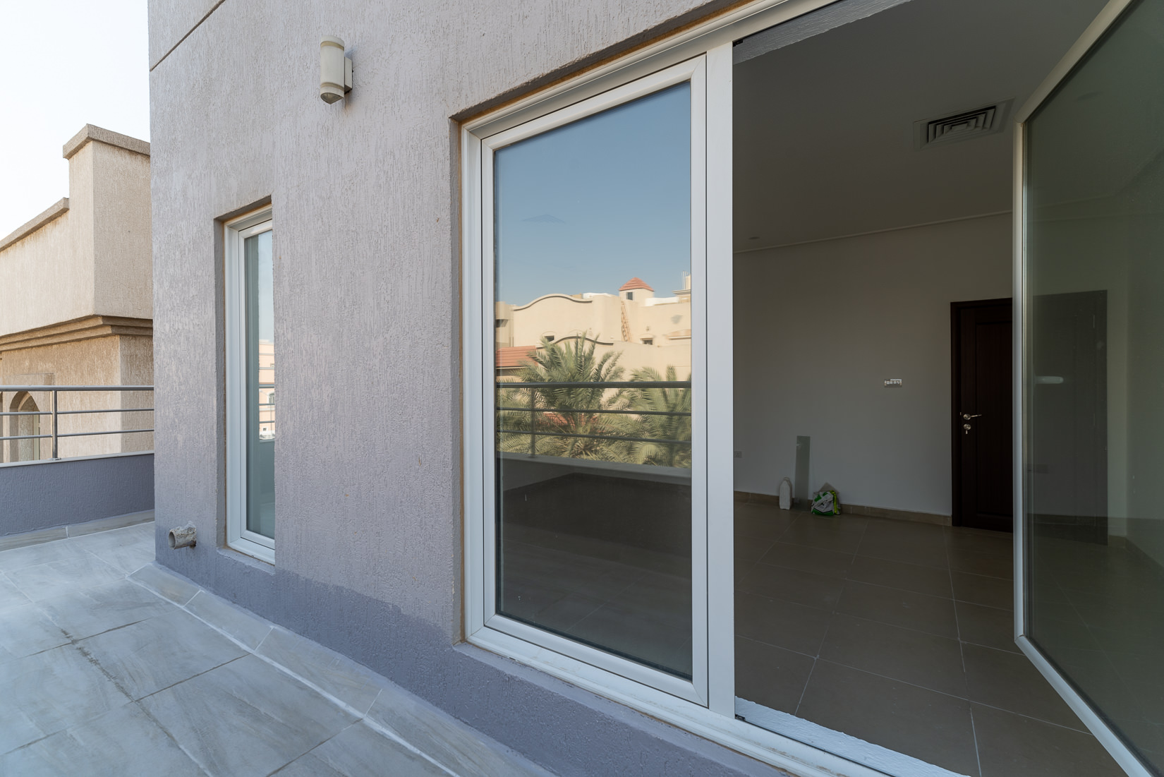 Zahra – spacious, unfurnished four bedroom floor