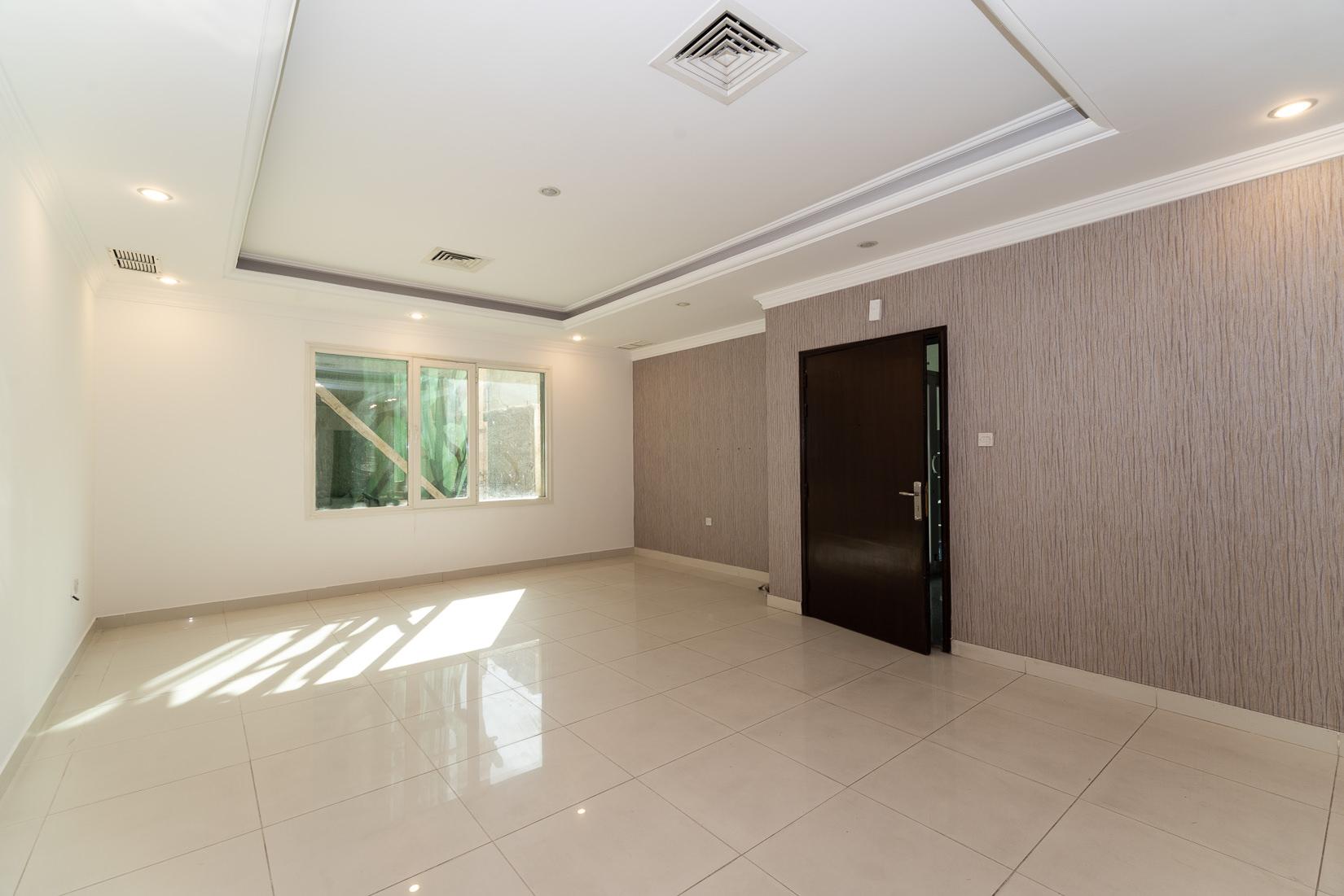 Rumaithiya – older, four bedroom apartment