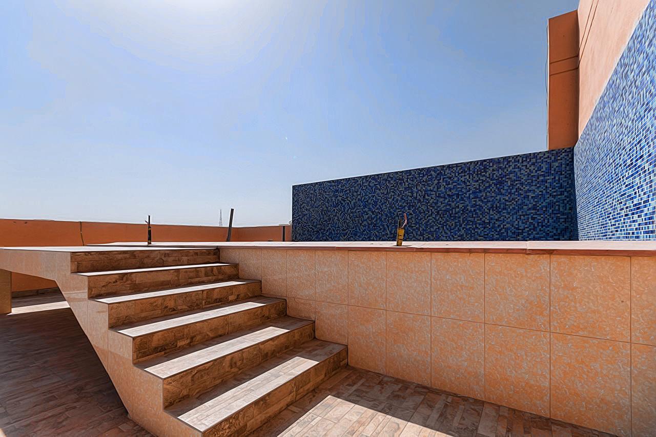 Abu Fatira – sunny, unfurnished four bedroom apartment
