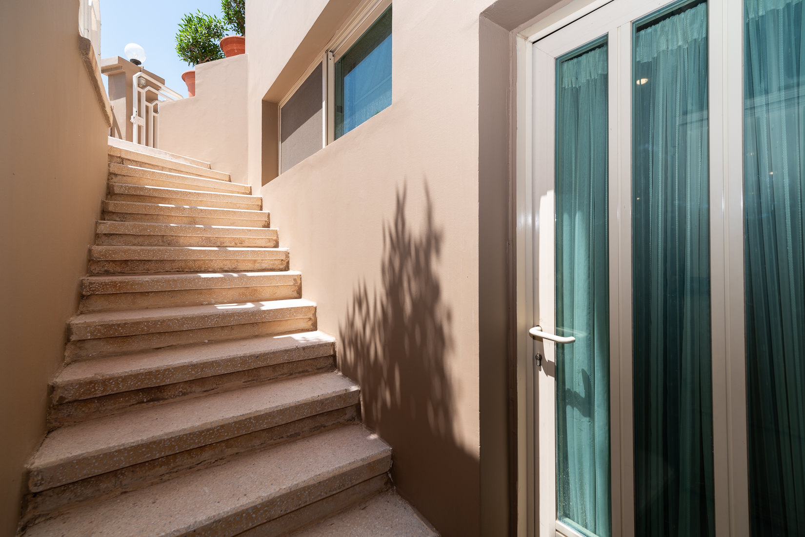 Salwa – very spacious, ufnurnished duplex w/yard