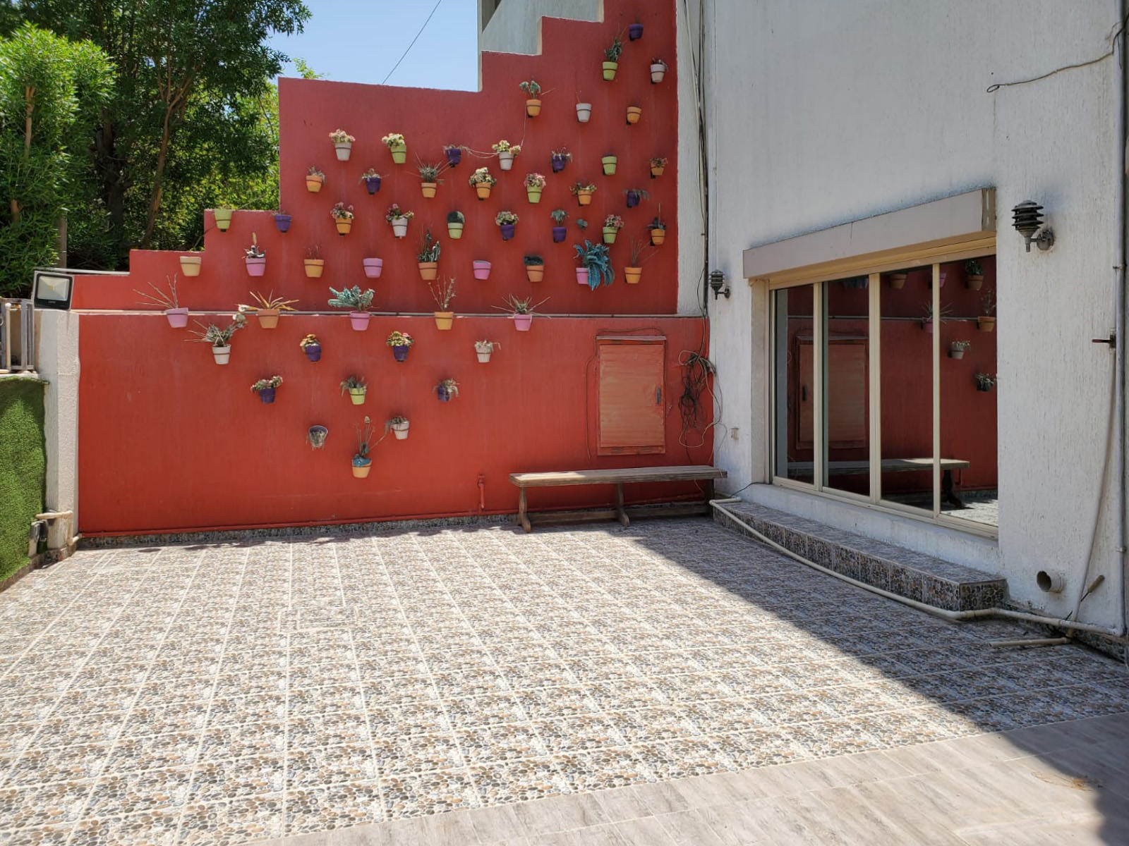 Abu Al Hasania – unfurnished, eight bedroom villa w/garden