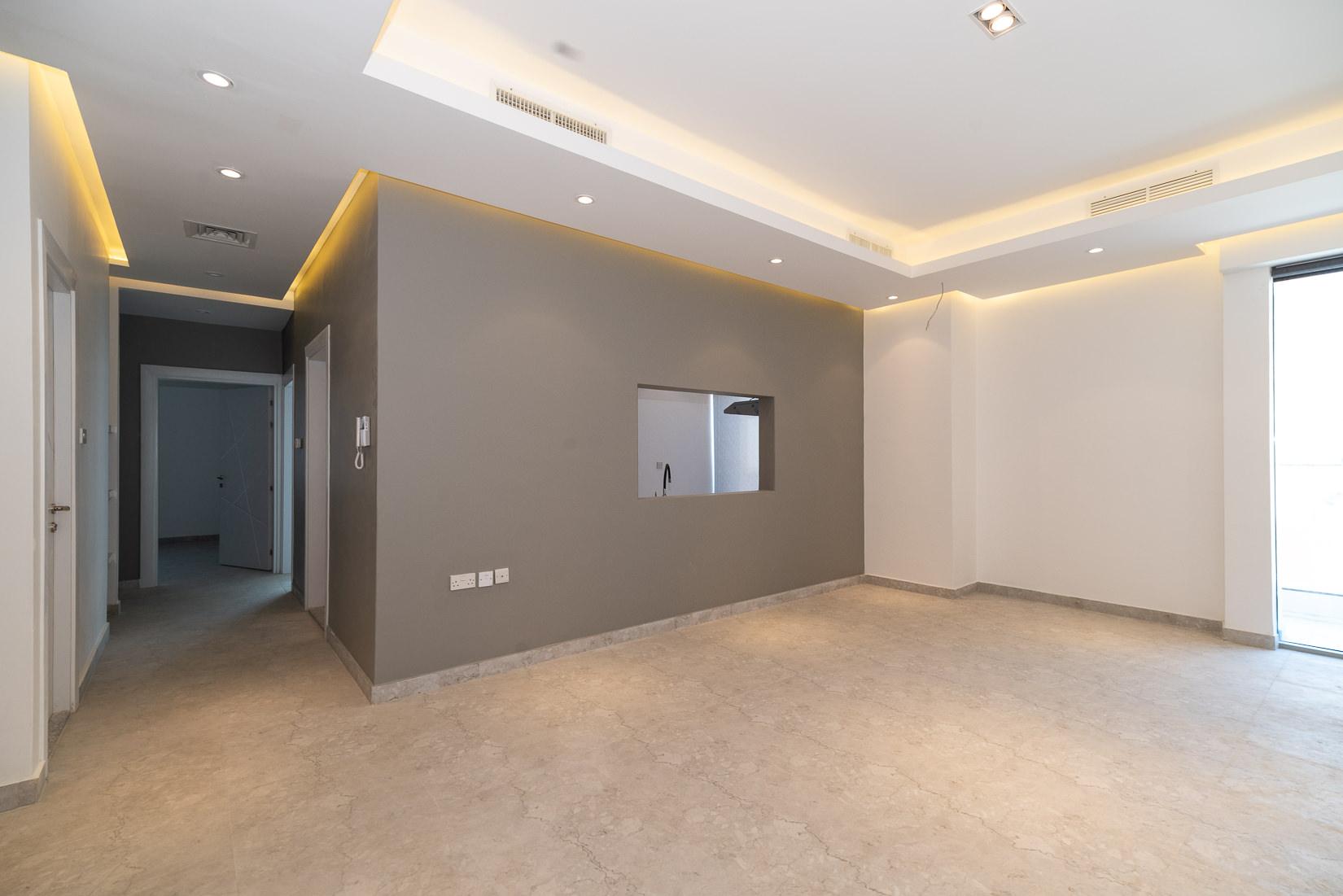 Fnaitees – very nice, three bedroom apartment w/balcony