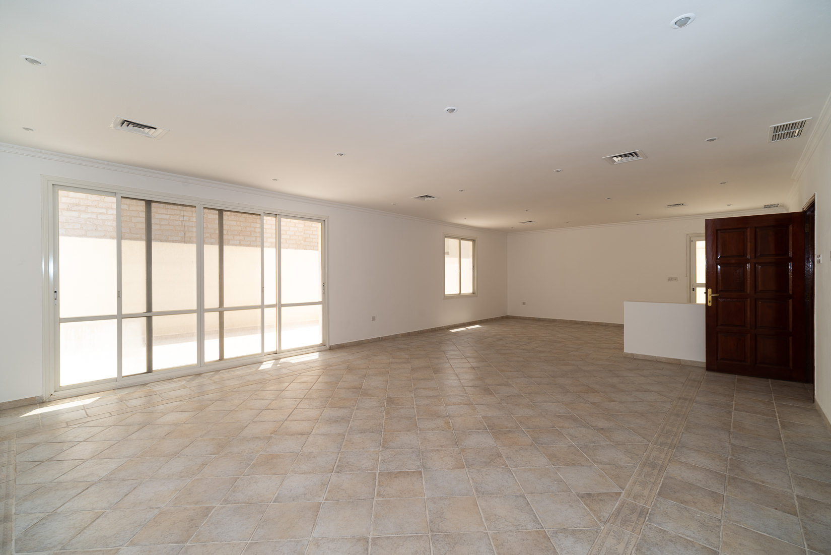 Fintas – spacious, unfurnished villa w/large yards
