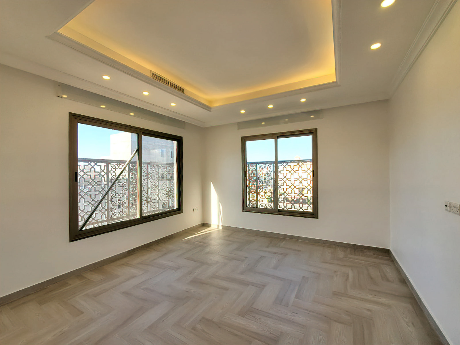 Fnaitees – great, unfurnished four bedroom floor