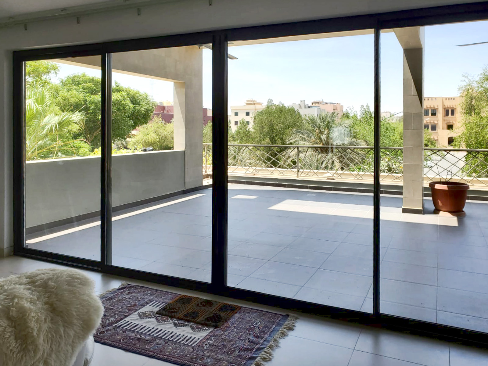 Mishref – fantastic, spacious, unfurnished four bedroom floor w/terrace