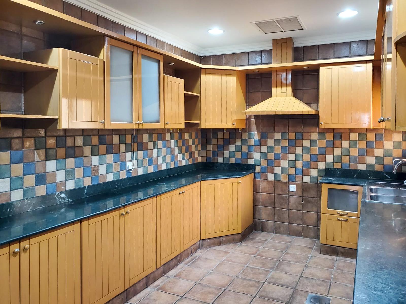 Salwa – great, three bedroom ground floor apartment