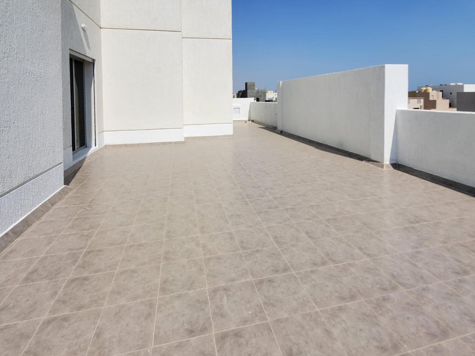 Fnaitees – top floor apartment w/terrace