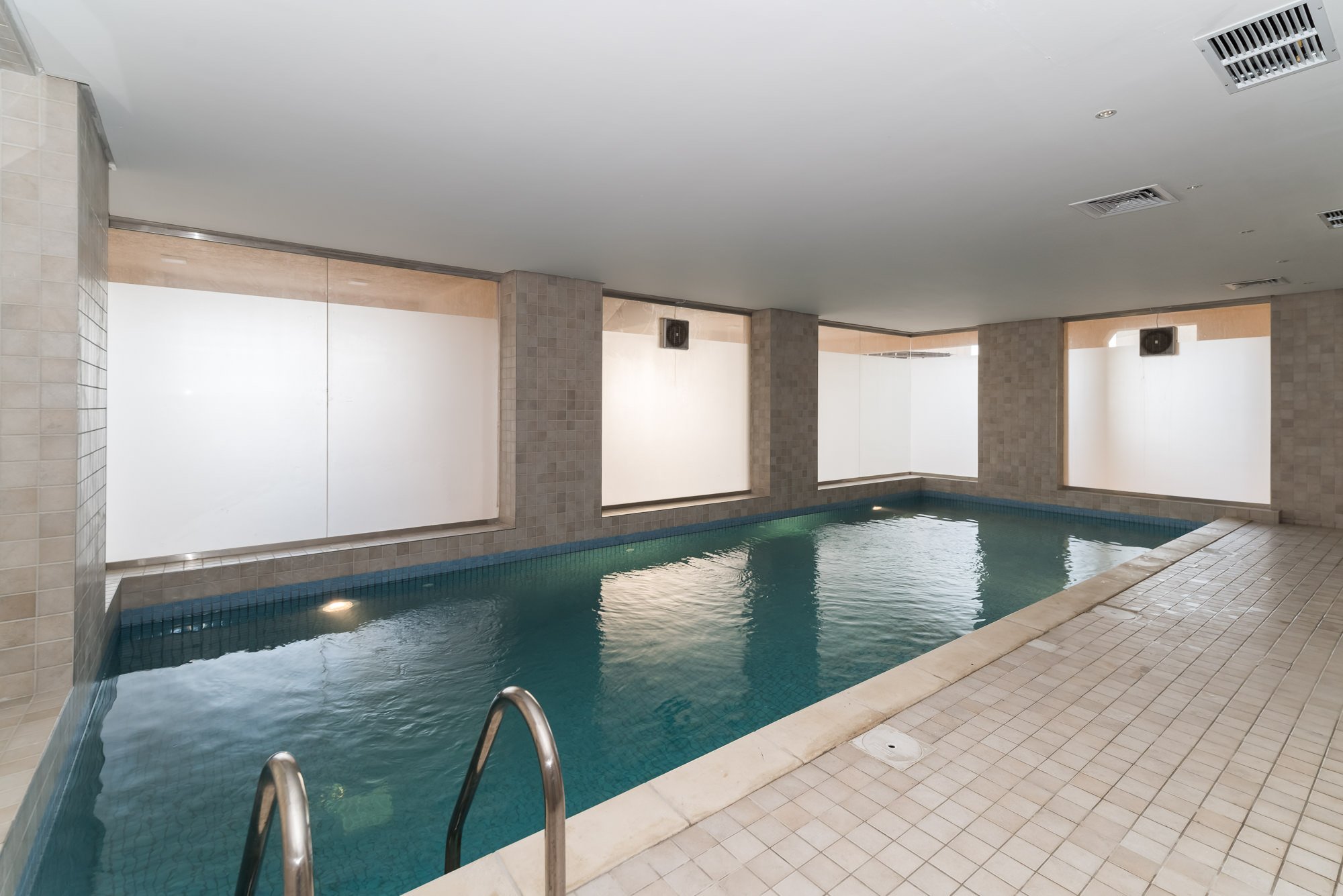 Bneid Al Gar – unfurnished, three bedroom apartment w/pool