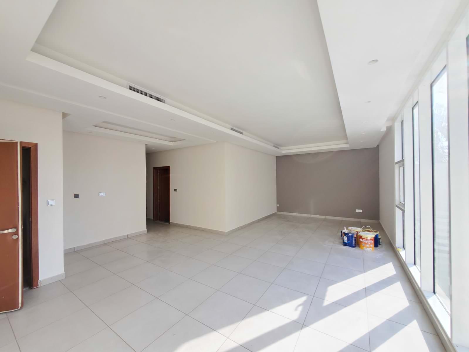 Jabriya – great, unfurnished three master bedroom apartment