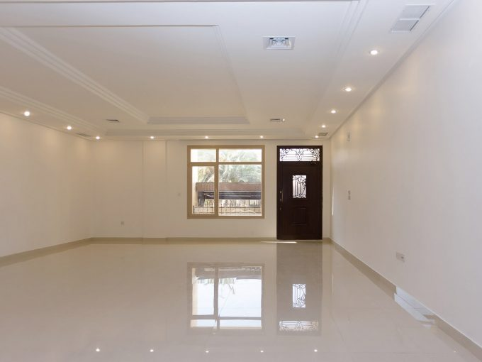 Bayan – spacious, four bedroom duplex w/yard