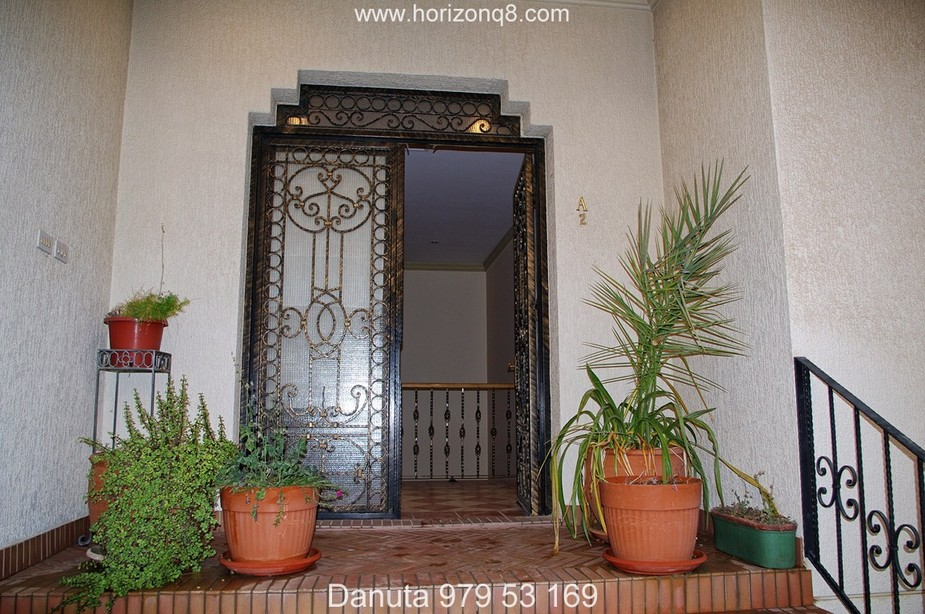 Surra – spacious four bedroom compound villa w/basement