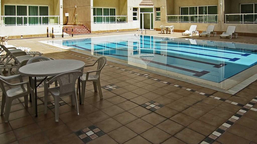 Granada – 32 furnished, three bedroom apartments w/pool